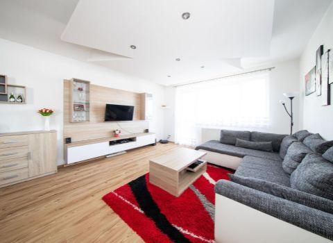 PREDANÝ veľký 3 izbový byt v novostavbe, centrum Dunajskej Lužnej