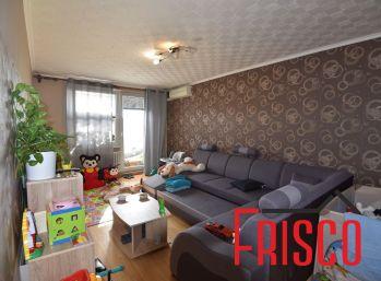 Predáme 3-izbový byt s komorou a špajzou v Seredi.