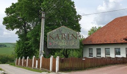 Administratívna budova s rozľahlým pozemkom