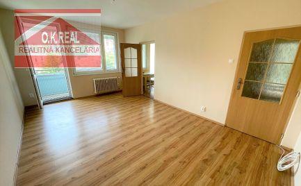 Ponúkame na prenájom nezariadený 3-izbový byt s loggiou na Karloveskej ulici, lokalita Ba IV-Karlova Ves