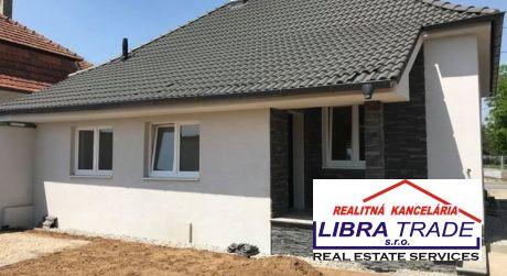 IBA U NÁS! PREDAJ - Kompletne prerobený 2 izbový rodinný dom s garážovým stánkom, altánkom vo dvore, IŽA