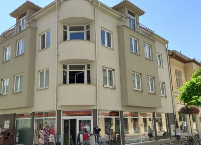 administratívna budova - Levice - Fotografia 1