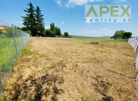 Exkluzívne iba u nás v APEX reality stavebný pozemok 749 m2 v Dolnom Trhovišti, oplotený
