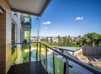 PROMINENT REAL prenajme 2 izbový dizajnový byt v rezidenčnom projekte VINOHRADIS na Kolibe.