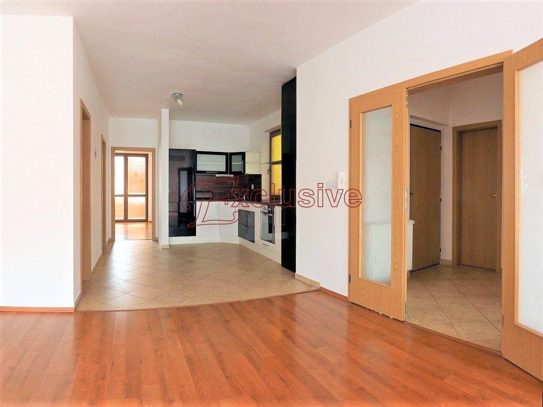 Nadštandardný, priestranný 3 izbový byt v centre mesta