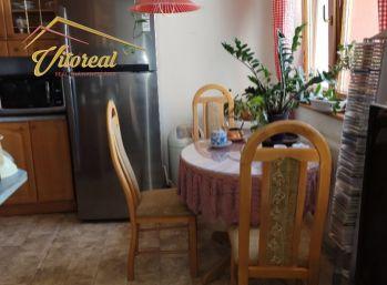 REZERVOVANÉ Na predaj priestranný 4 izbový byt s garážou Nad Jazerom