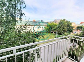 Ponúkam na predaj 3 izbový Tehlový byt v centre mesta s balkónom