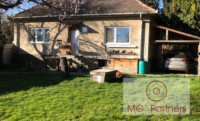 Rodinný dom v centre obce Hamuliakovo! Ihneď k nasťahovaniu! Dom 130 m2 + pivnica!. Pozemok 452 m2.