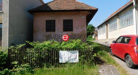 Na predaj pozemok so starým domom v spoločnom dvore Obyce