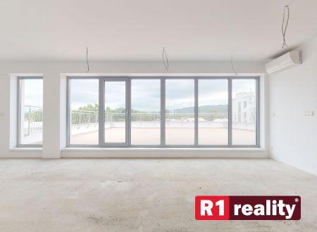 Nový 3 izb. apartmán GALLERYč.61 /Najväčšia terasa v CENTRE PN, až 160 m2/ Piešťany