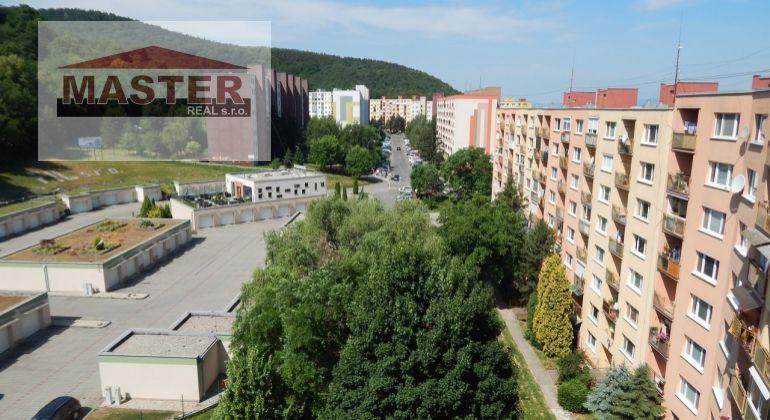 MASTER REAL-Na Predaj družstevný 3-izbový byt 77 m2 s loggiou, Partizánske-Šípok
