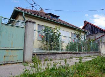 Starší rodinný dom v centre Dlhej n/Váhom