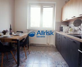 AKCIOVÁ CENA do konca augusta! Kompletne zariadený 3 izbový byt vo vyhľadávanej časti centra Nitra s garážou