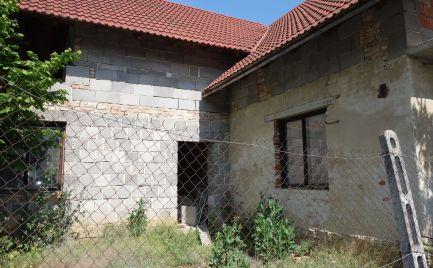 Rozostavaný RD 5+1 s pozemkom 454 m2 v Melčiciach-Lieskovom