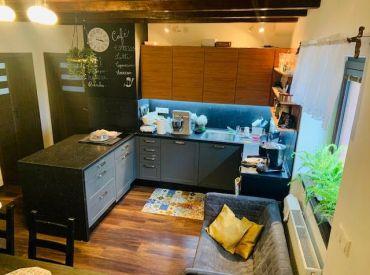 Krásny 4-izbový byt v centre Senca s garážou a pozemkom