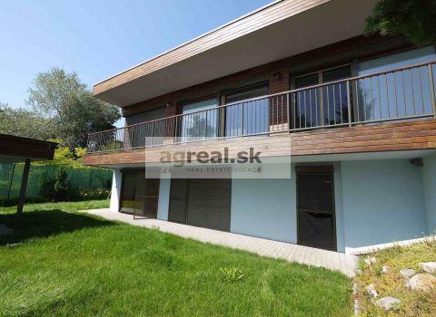 4-room luxurious house next to the lake - SENEC (Senecke jazera - Sever)