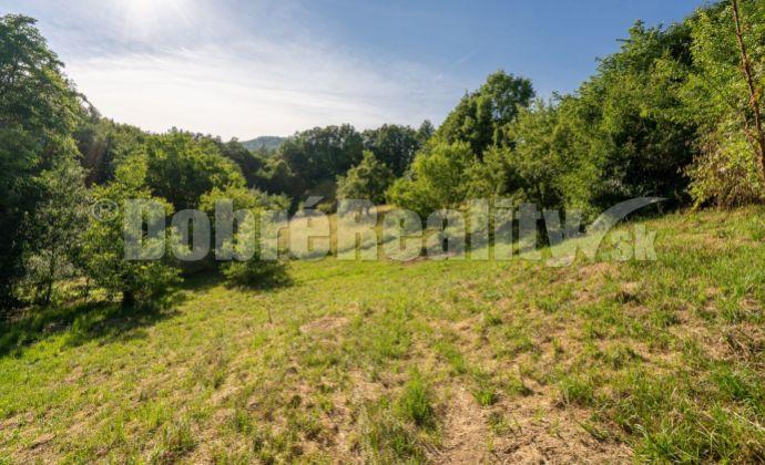 PREDAJ: Pozemok pre výstavbu rodinného domu, 830 m2, Nová Baňa - Viničná cesta