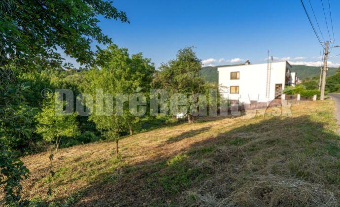 PREDAJ: Pozemok pre rodinný dom pri Starohutskom potoku, 1674 m2, Nová Baňa