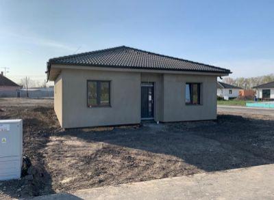 Pekne navrhnutý 4-izbový rodinný bungalov v tichej zástavbe