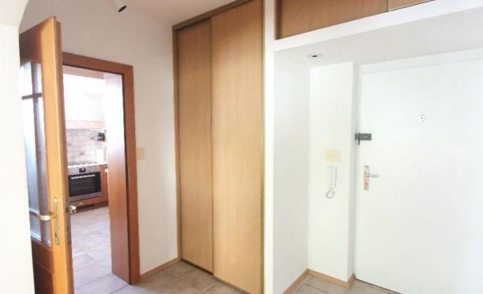 Komfort bývania! 3-4 izbový byt Južná! Loggia 2x+garážové státie!