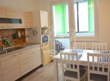 PRENÁJOM: 3 izbový byt, loggia, kompletne zariadený, Wolkrova ulica, BA V - Petržalka