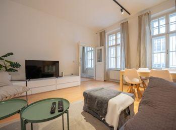 PROMINENT REAL prenajme pekný 2 izb. byt na Klobučníckej ulici v absolútnom centre mesta.
