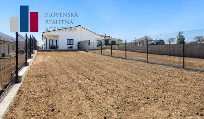Na predaj SKOLAUDOVANÁ novostavba 4i RD s nekonečným výhľadom na Karpaty, pozemok 427m², Šenkvice, okres Pezinok