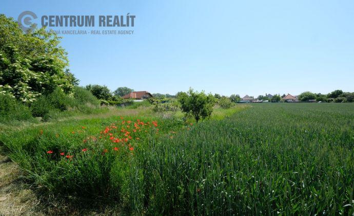 Krásny ideálny pozemok na 2 rodinné domy, v tichom prostredí Lehnice - Sása