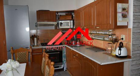 Kuchárek-real: REZERVOVANÝ: Ponúka priestranný 4izbový byt využívaný ako 5 izbový, Muškátova ul. Pezinok.
