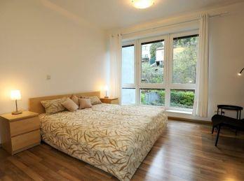 PROMINENT REAL prenajme priestranný 3 izbový byt na Malinovej ulici neďaleko Horského parku.