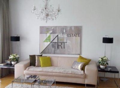 ART Real Estate - PREDAJ -Viedeň - podkrovný 2,5-izbový  byt  63 m2 , pivnica, terasa 23 m2