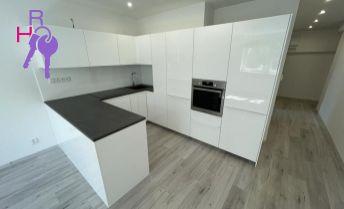 Ponúkame 2 izbový byt po kompletnej rekonštrukcii na Prievozskej ul. , Bratislava-Nivy