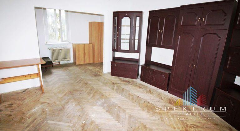 Exkluzívne na predaj 2,5i byt v Bánovciach n/B-pôvodný stav/ balkón