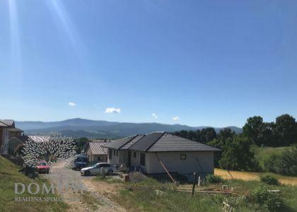 Stavebný pozemok v obci Melčice - Lieskové, 555 m2, projekt + stavebné konanie