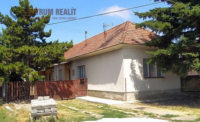 Starší 3-izbový rodinný dom, 78 m2, pozemok 1315 m2, Báč
