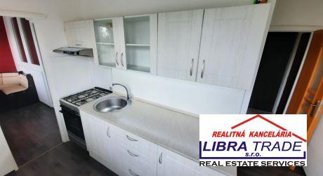 Predaj - Kompletne prerobený 3 izbový čiastočne zariadený byt na Košickej ul. v Komárne