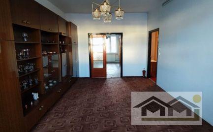 Veľkometrážny 2 izb byt v tehlovom dome s balkónom.