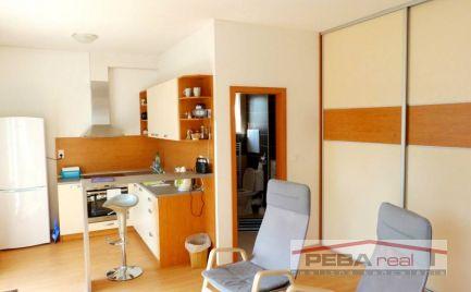 Prenájom pekného 1i zariadeného bytu s balkónom v novostavbe na Andrusovovej ul.