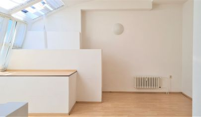 Prenájom - Nebytový priestor 40m2 vhodný na bývanie, kanceláriu, salón, služby - Obchodná ul. BA I