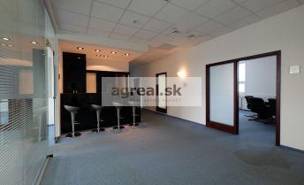 Kancelárske priestory s možnosťou skladu a parkingu v príjemnej administratívnej budove na prenájom - Ružinovská