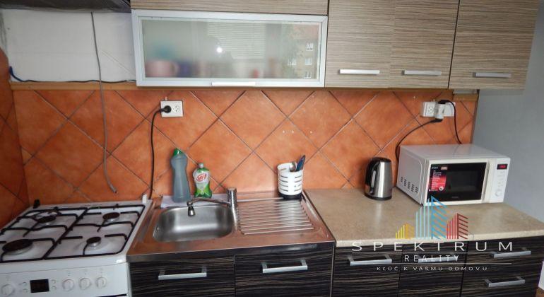 REZERVOVANÉ-EXKLUZÍVNE-MASTER REAL- Na Predaj 3-izbový byt, 70 m2 s balkónom, Prievidza, Staré Sídlisko