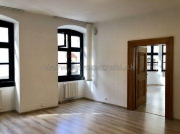 PROMINENT REAL prenajme kancelárske priestory na Michalskej ulici v Starom Meste.