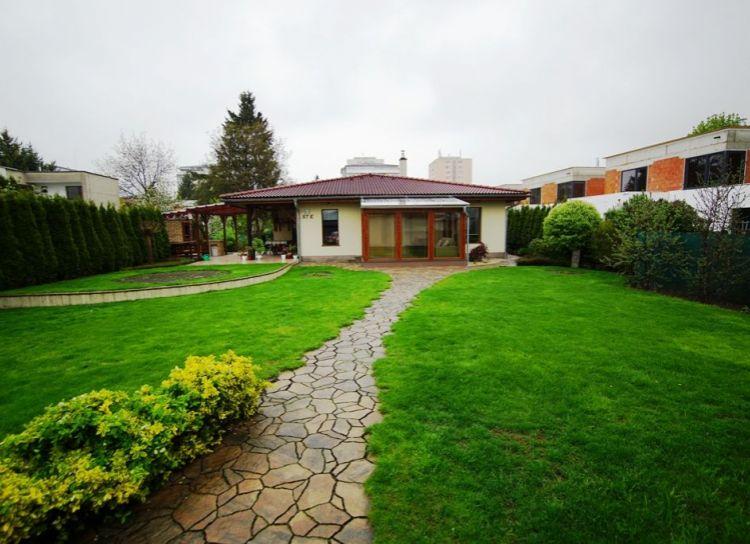 REZERVOVANÝ: Ponúkam na predaj 4 izbový bungalov na veľkom pozemku 1 791 m2, Martin - Priekopa,