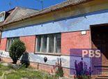 --PBS-- ++Starší rodinný dom s pozemkom 694 m2 v centre obce Horné Dubové++