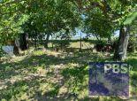 --PBS-- NA PREDAJ stavebný pozemok o výmere 637 m2 (14 x 45), IS v dosahu, tichá ulica v obci Horné Dubové