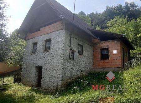 Rekreačná chata Uhrovské Podhradie