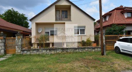 3 - izbový rodinný dom 90 m2, pozemok 852 m2 v obci -  Levél