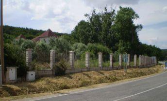 Na predaj rozostavaný objekt vhodný na penzión, rodinnú vilu , atď.  v obci Dolné Trhovište, pozemok 3797m2, krásne prostredie pod lesom!!!!