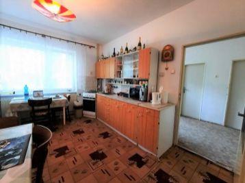 Predaj 5 izb. rodinného domu na 4,33á pozemku, s garážou pre dve autá v suteréne, Šamorín