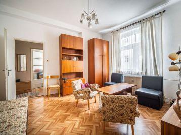PROMINENT REAL predá priestranný 2 izb. byt v centre mesta na Dunajskej ulici.